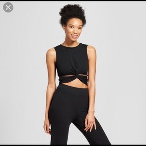 Cropped tank - Cut our twist in the front